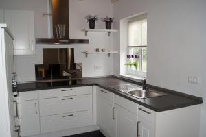 A kitchen or kitchenette at Winterberg Chalet 21096