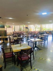 A restaurant or other place to eat at Nacional Inn Campinas Trevo