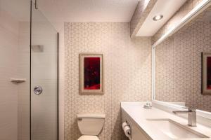 A bathroom at Luxor