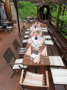 A restaurant or other place to eat at Gästehaus Brinks