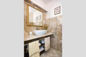 A bathroom at Relais Dei Mercanti B&B And Suites