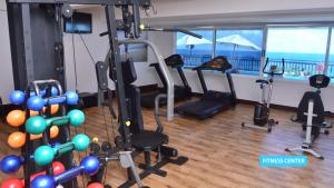 The fitness centre and/or fitness facilities at Vila Galé Salvador