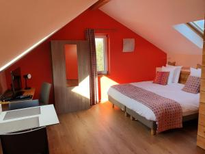 A bed or beds in a room at La Fête au Palais