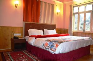 A bed or beds in a room at Le Coxy Resort Lachung