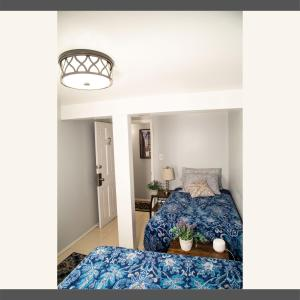 A bed or beds in a room at 5min walk from AirTrain JFK ,Subway, LIRR
