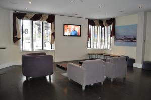 A seating area at Plough Hotel