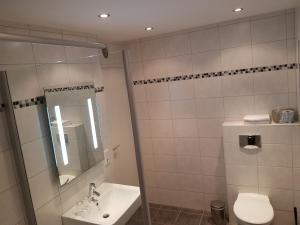 A bathroom at Berghotel Tromp
