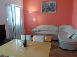 A seating area at Apartment in Soline/Dubrovnik 6289