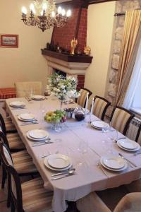 A restaurant or other place to eat at Holiday home in Mlini 6264