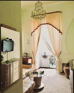 Телевизор и/или развлекательный центр в Бутик-Премьера на Невском