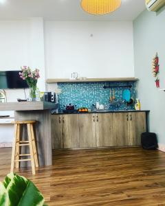 A kitchen or kitchenette at Emerald Boutique Stay
