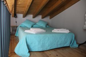 A bed or beds in a room at Trendy House
