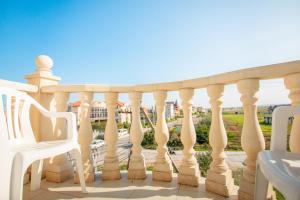 A balcony or terrace at Guest House Zamok u morya