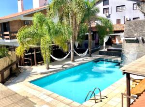 The swimming pool at or close to Lira Hotel & Restaurante