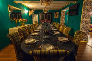 A restaurant or other place to eat at MOFT Villa