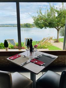 A restaurant or other place to eat at Eden Park Hotel Restaurant