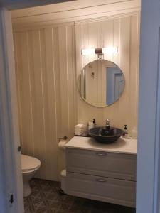 A bathroom at Piltingsrud gardshotel