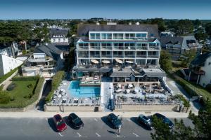 Vue panoramique sur l'établissement Le Diana Hôtel & Spa NUXE