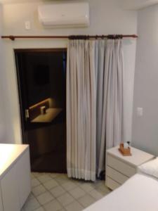 A bathroom at Píer Sul Apart Hotel - Circuito do carnaval