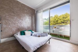 A bed or beds in a room at Nice & calm studio w balcony at the heart of Prado in Marseille - Welkeys