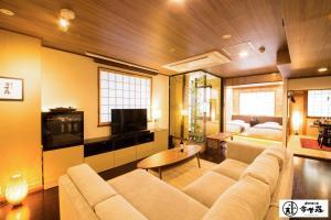 A seating area at Dotonbori no Yado Konjakuso - Vacation STAY 24305v