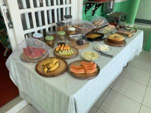 Opções de café da manhã disponíveis para hóspedes em Pousada Nossa Senhora Aparecida