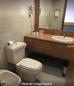 Et badeværelse på Hotel Alif Campo Pequeno