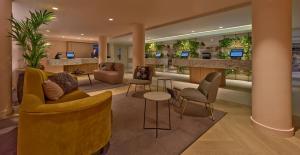 הלאונג' או אזור הבר ב-Eden hotel Amsterdam