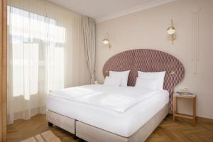 A bed or beds in a room at Grand Hotel Union