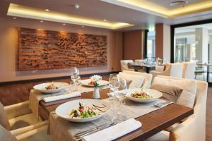 A restaurant or other place to eat at Hotel Parentium Plava Laguna