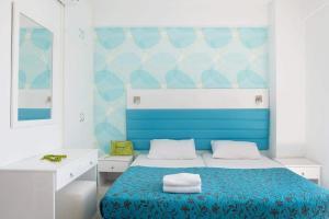 Кровать или кровати в номере Lantiana Gardens ApartHotel