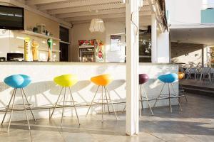 Лаундж или бар в Lantiana Gardens ApartHotel