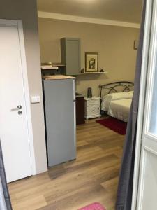 A kitchen or kitchenette at Loft a 2 minuti dall'aeroporto