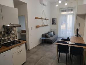 A kitchen or kitchenette at La Gassa D'amante