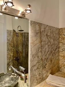 Een badkamer bij La Maison Maure
