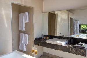 A bathroom at Glass On Glasshouse