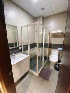 A bathroom at Tung Shiang Homestay