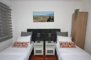 מיטה או מיטות בחדר ב-עדן במדבר