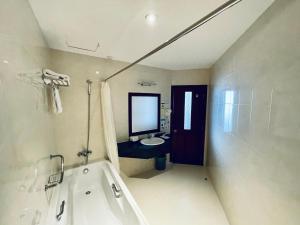 A bathroom at Sai Gon Phu Yen Hotel