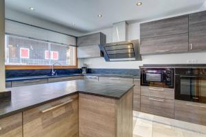 A kitchen or kitchenette at CHALET KAILA