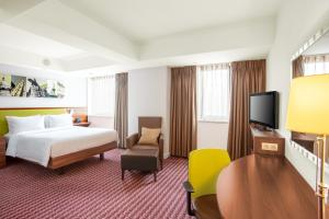 A television and/or entertainment center at Hampton by Hilton Cluj-Napoca