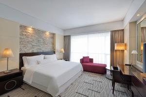 A bed or beds in a room at The Westin City Centre Bahrain