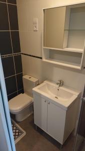 A bathroom at Petit studio parmi les pins et les cypres