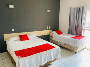 A bed or beds in a room at Viareggio Hotel - Niteroi