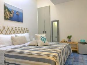 A bed or beds in a room at Bellavita BB