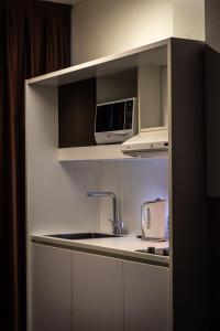A kitchen or kitchenette at 57 Reshotel Orio