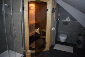 Koupelna v ubytování GRAND HARRACHOV PENSION v centru