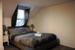 A bed or beds in a room at Quantock Lodge Studio