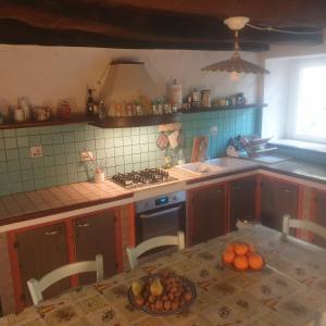 Een keuken of kitchenette bij 14th Century house Sardinia Retreat Base