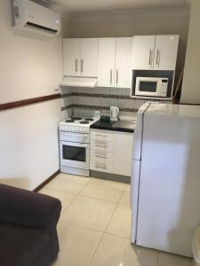 A kitchen or kitchenette at Across Country Motor Inn